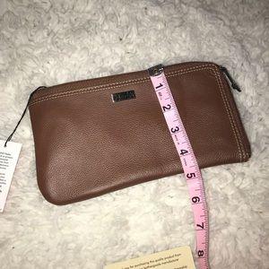 Buxton Bags - Nwt Buxton rfid zip wallet